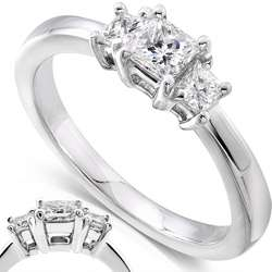 2ct TDW Princess Diamond 3 stone Ring (H I,SI1  SI2)