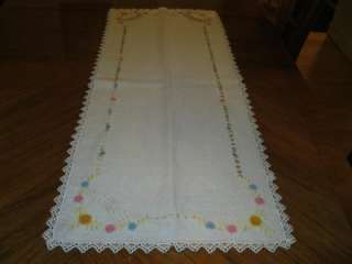 VINTAGE EMBROIDERED FRENCH KNOTS LACE TRIM TABLE RUNNER DOILIE 16 X