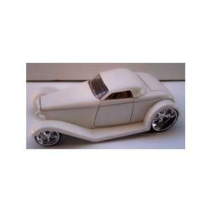 Jada Toys 1/24 Scale Diecast D rods 1932 Ford in Color White: Toys