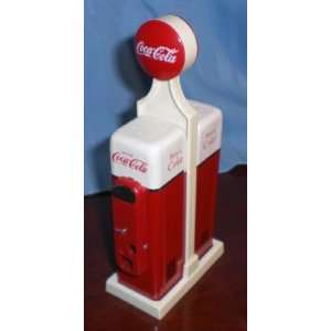 Vintage Coca Cola 1950s Vending Machine Tribute   Salt & Pepper