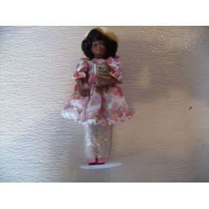 Avon Childhood Dreams Porcelain Doll Sunday Best 1993  Toys & Games