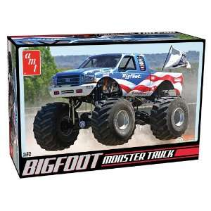 Round 2 AMT Bigfoot Ford Monster Truck Toys & Games